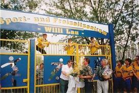 """Feier im Rahmen der Namensgebung """"Sport- und Freizeitzentrum Willi Lau"""" 1998"""